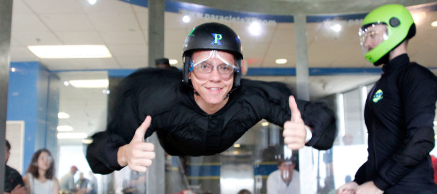 Indoor skydiving windtunnel