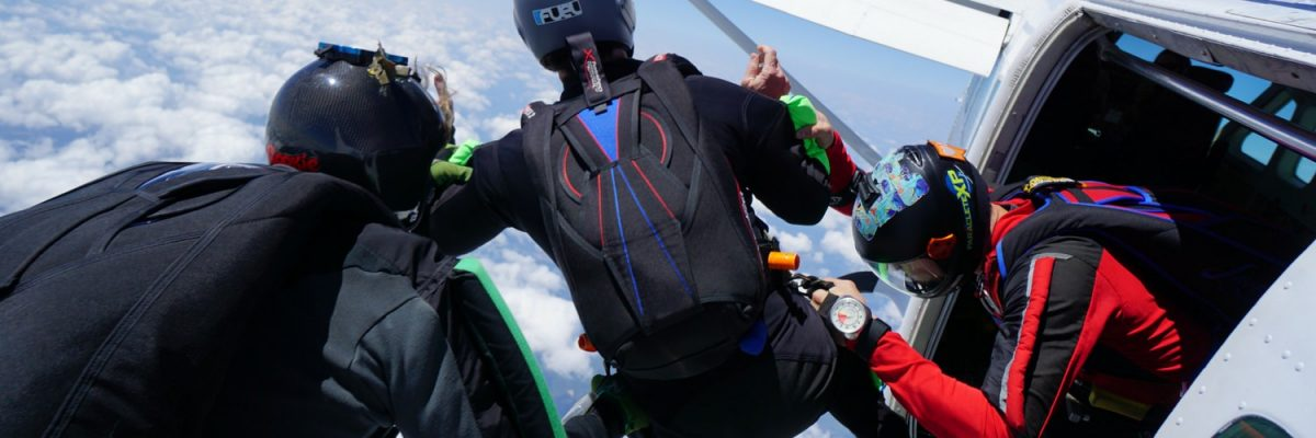 experienced jumpers exiting together