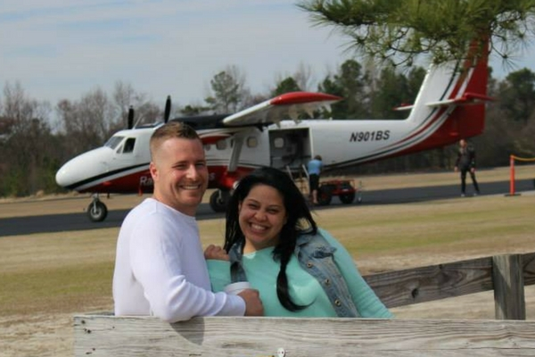 couple celebrates anniversary at Skydive Paraclete
